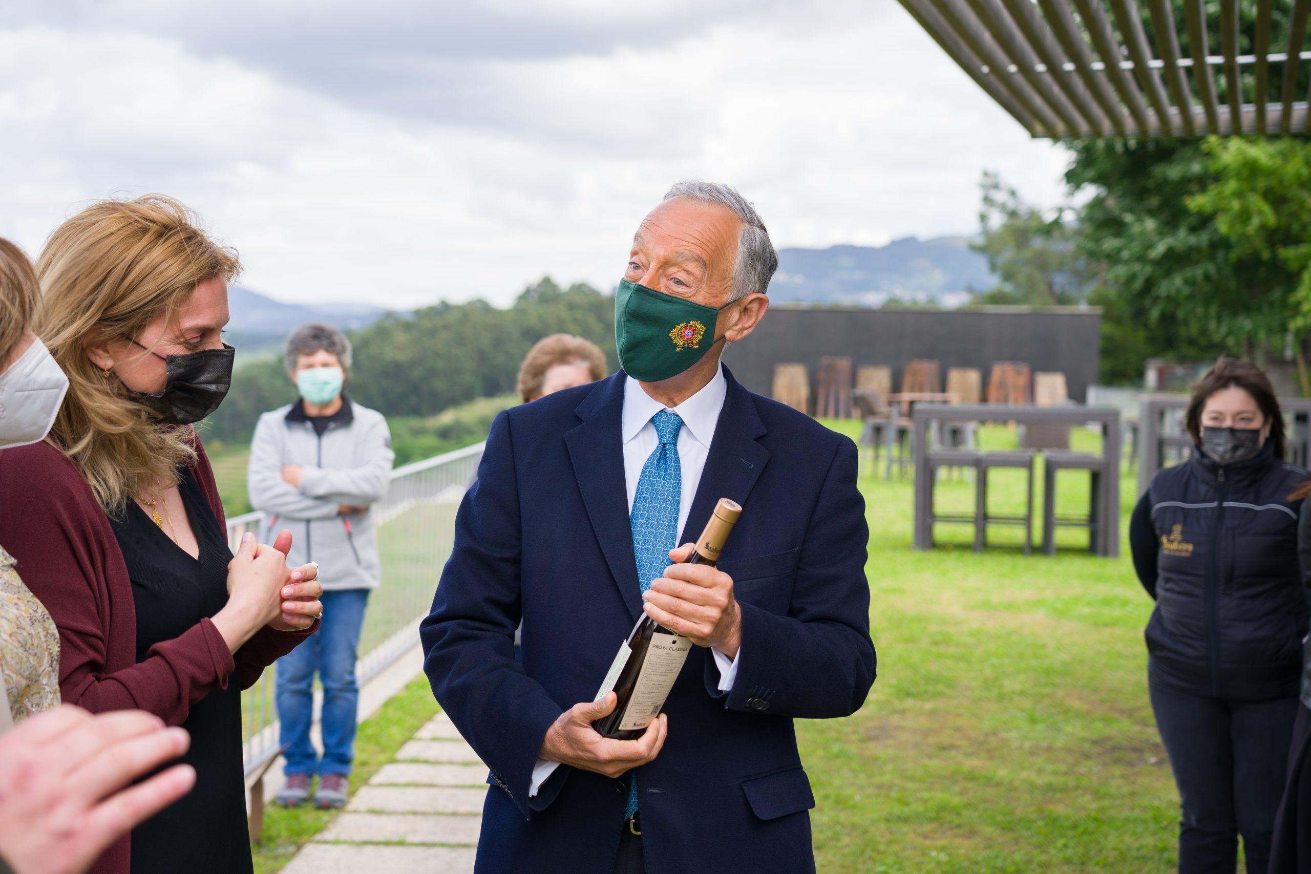 the President of the Republic of Portugal, Marcelo Rebelo de Sousa, holding a bottle of Soalheiro Alvarinho